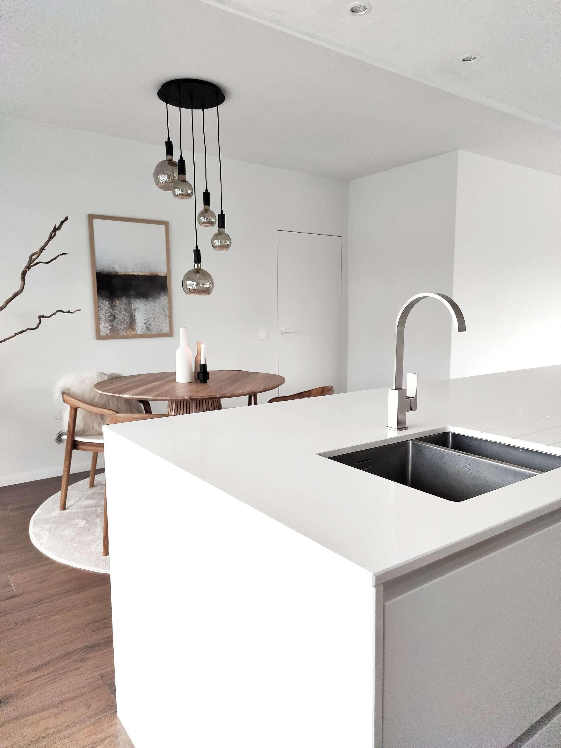 witte keuken, minimalistisch interieur, wit interieur, wonen in de regio