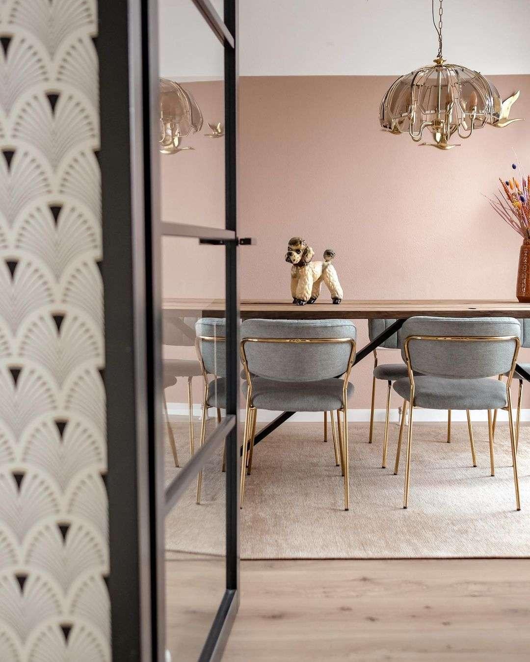 vintage interieur, vintage items, roze bank, wonen in de regio